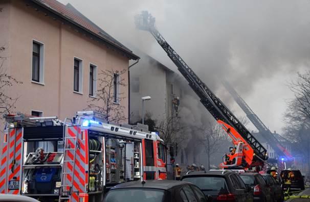 januar  grossbrand rueckzug ueber steckleiter